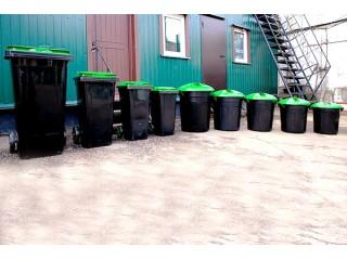 Новые пластиковые контейнеры для мусора